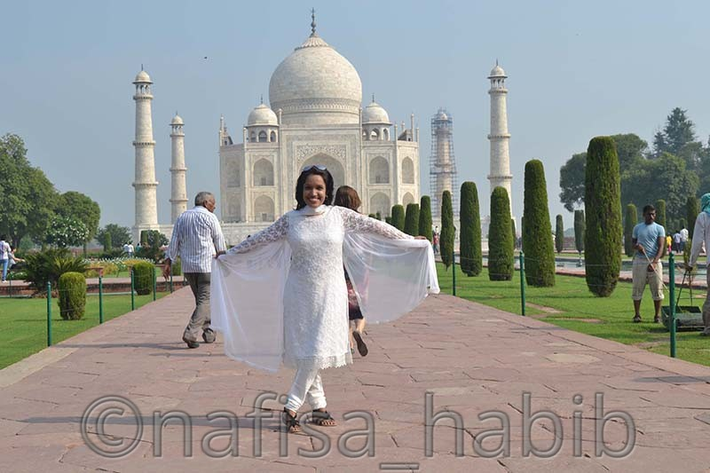 happiness overloaded at taj mahal - My 10 Days Historic Solo Trip in India [When Travelling Is More Than Fun]