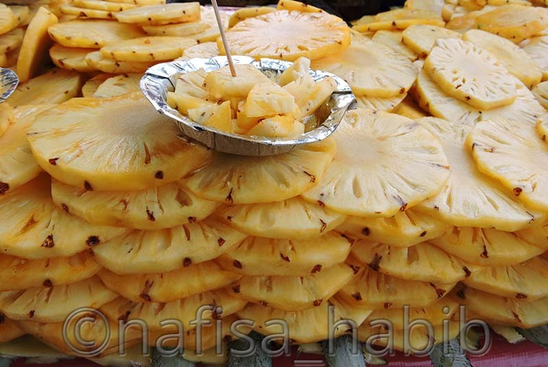 street food pineapple slices - My 10 Days Historic Solo Trip in India [When Travelling Is More Than Fun]