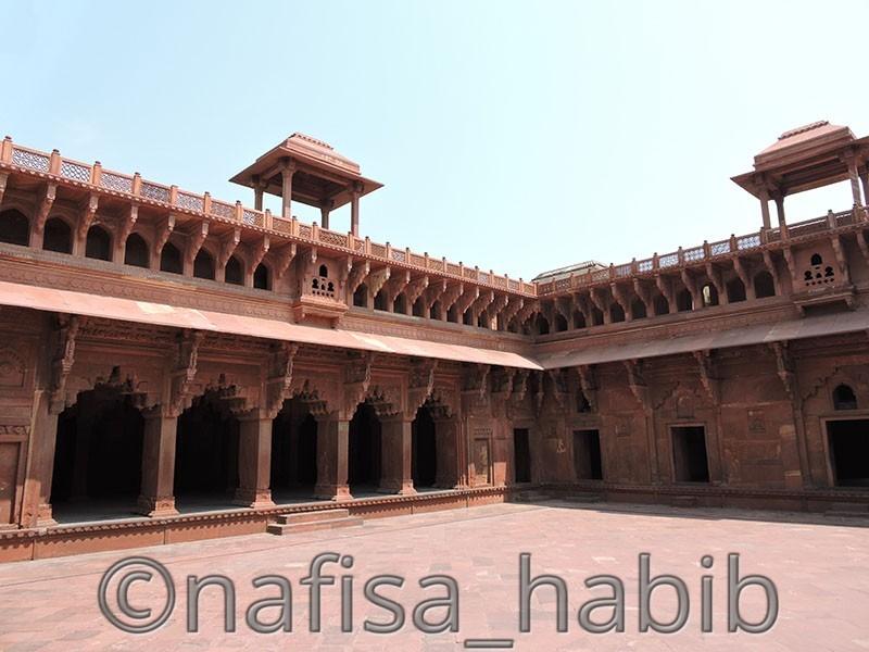 Inside Jahangir Palace