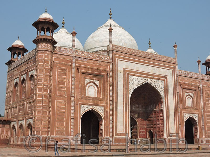 mosque at taj mahal - Taj Mahal Tour in Agra to Explore the Eternity of Love