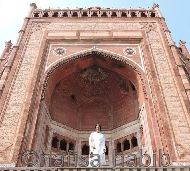 The Tallest and Largest Door of India - Buland Darwaza in Fatehpur Sikri