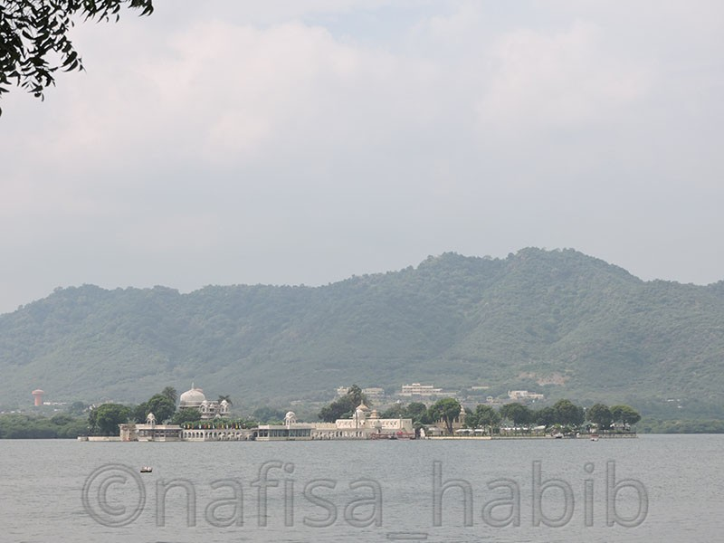 Lake Pichola and Jag Mandir - Udaipur Tours [A Quick Travel Guide]
