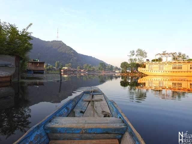 Srinagar Dal Lake images - Early morning beauty of Srinagar Dal Lake