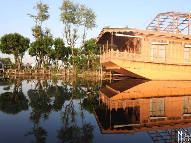 Luxury Boathouse in Srinagar Dal Lake