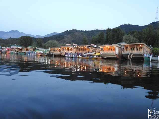 Dal Lake Houseboat images - Traditional Floating Palaces of Dal Lake