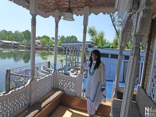 Balcony with the Dal Lake view - Shamus Maqbool Houseboat