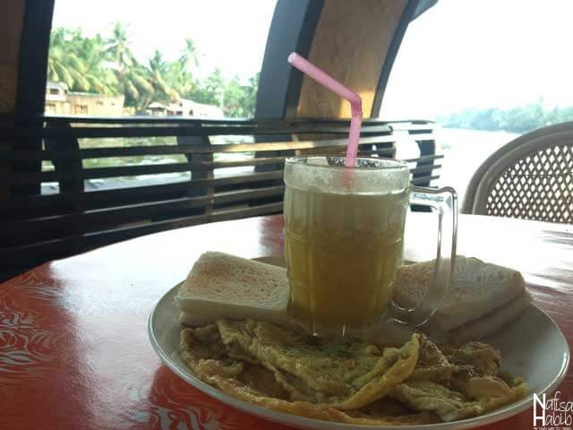 Breakfast in Kerala Houseboat