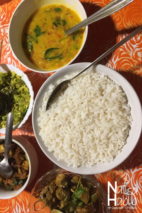 Kerala food in Alleppey Houseboat- rice, chicken curry and dal