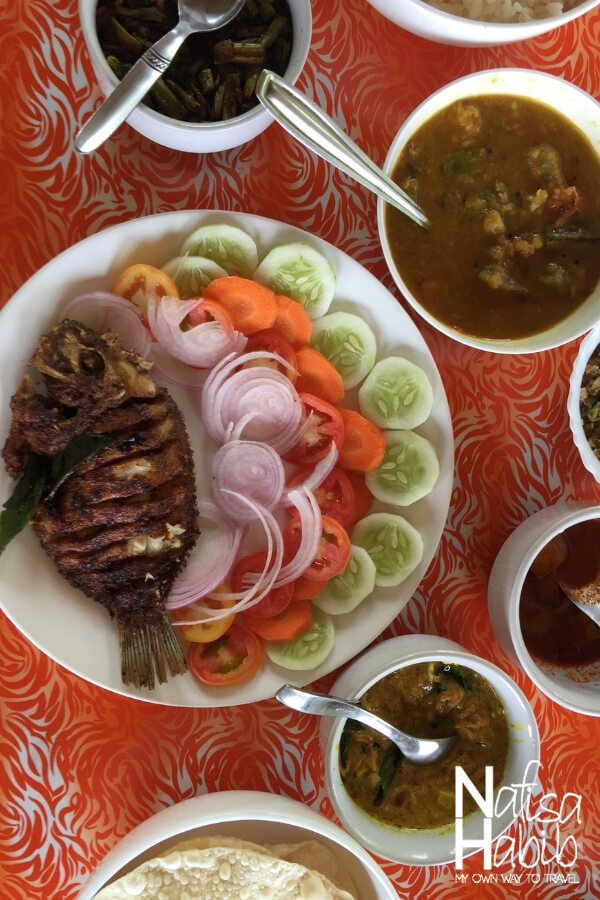 Delicious Keralan food with fish fry served for lunch at Soma Houseboat