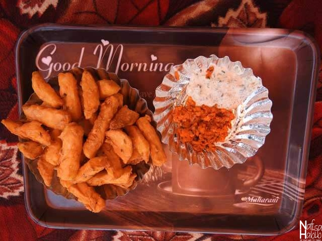 Kashmiri pakodas from Mobile Café on Dal Lake - Potato French fries with carrot chutney