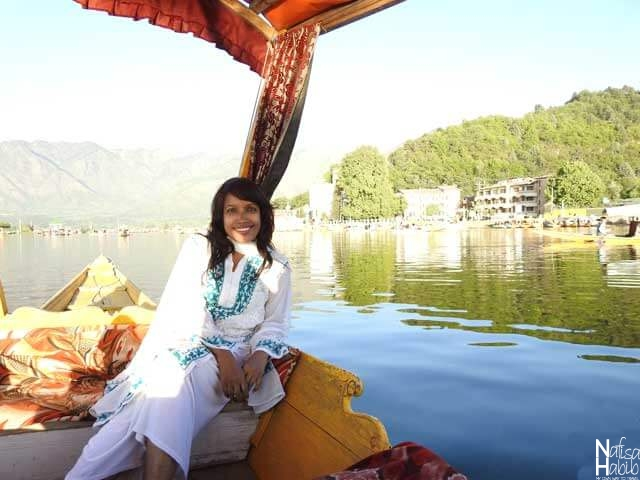 Relaxing cruise trip on the Dal Lake in Srinagar – Ride on Shikara to admire the beauty of Dal Lake