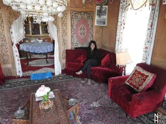 Houseboat in Srinagar images - Sitting and dining area of the Houseboat Shamus Maqbool