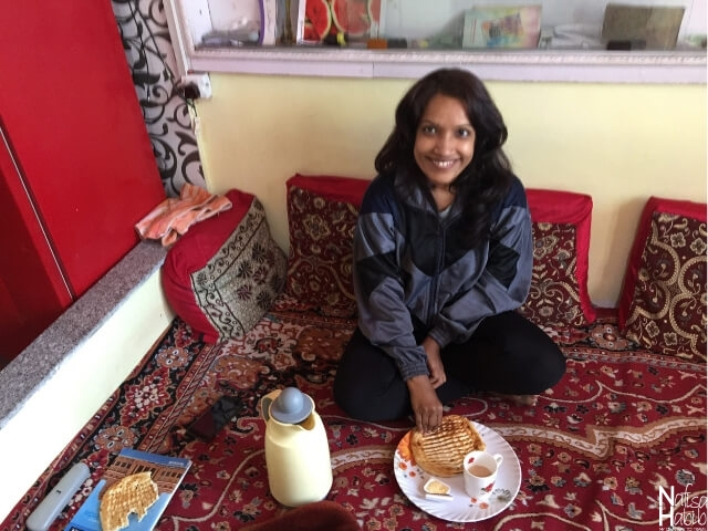 Srinagar hotels - Breakfast with Kashmiri Tandoori roti Girda at Hotel Grand Labeeb in Srinagar