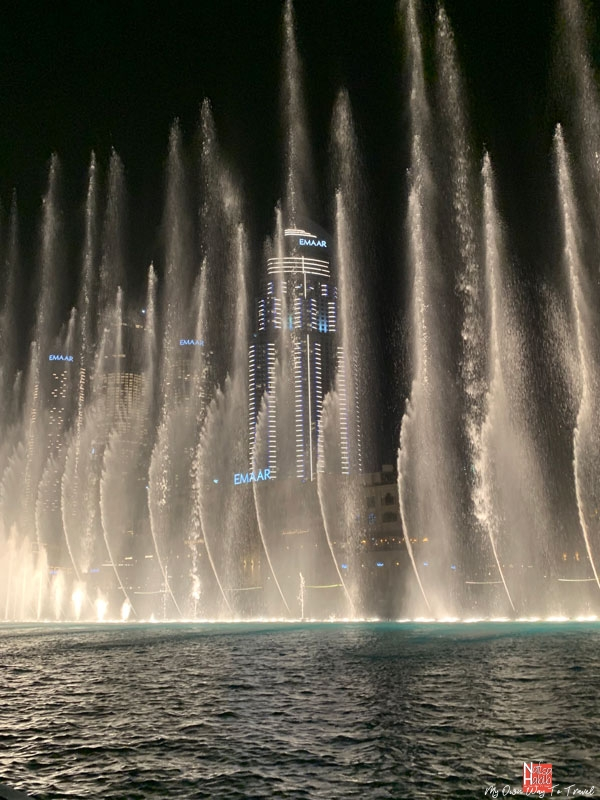 Free things to do in Dubai - Watch Dubai fountain show on the Waterfront Promenade of Dubai Mall