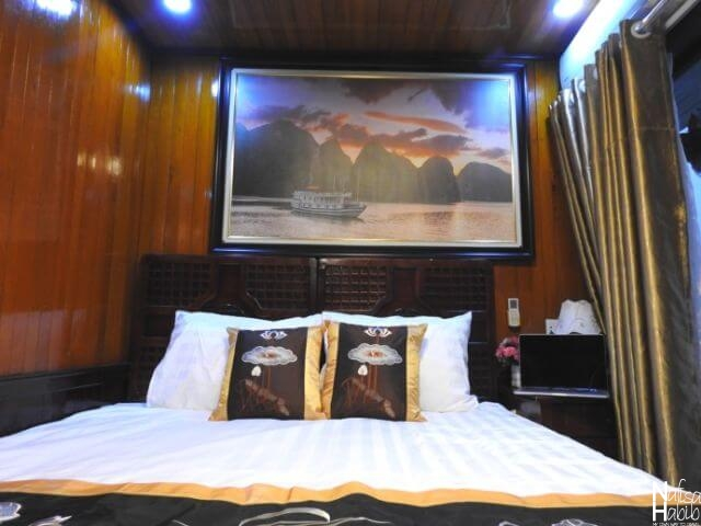 Cozy Bay Cruise deluxe double cabin bed