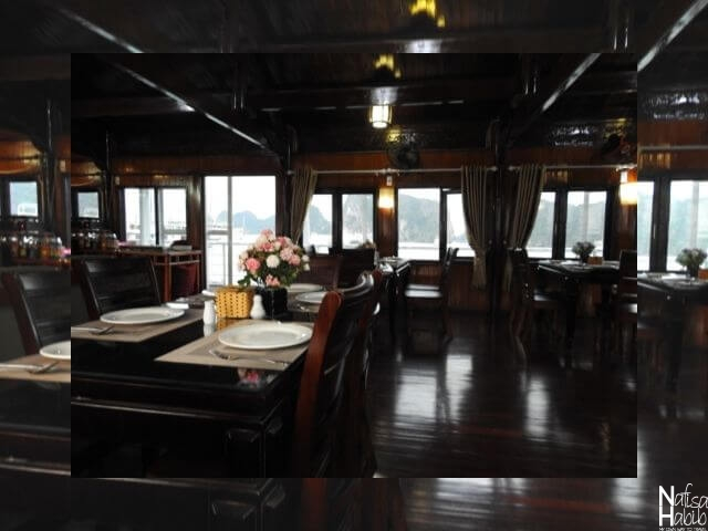 Cozy Bay Cruise restaurant with the sea view