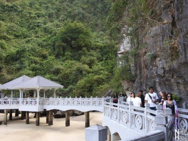 Picturesque spot of Sung Sot Cave Halong Bay