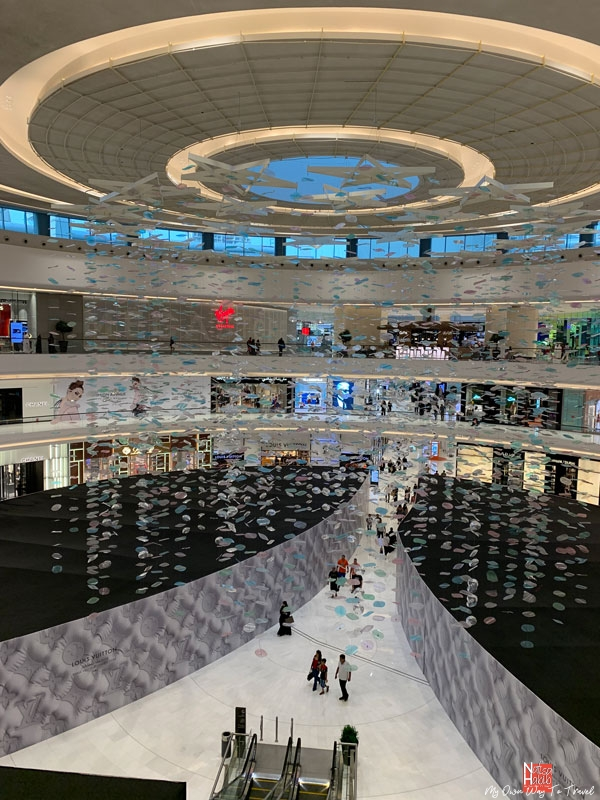 Places to visit in Dubai for free - World?s largest Dubai Mall in UAE