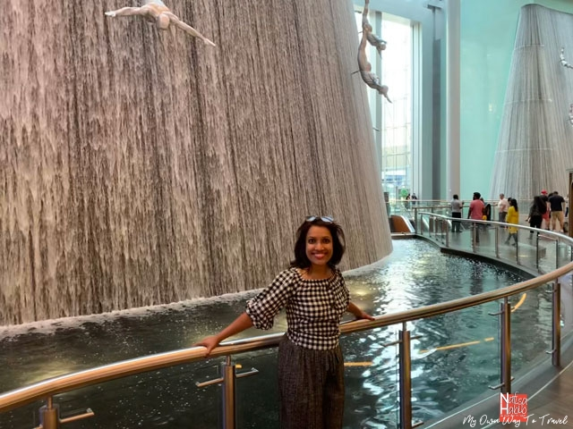 Places to visit in Dubai for free - Top attraction Dubai Mall Waterfall