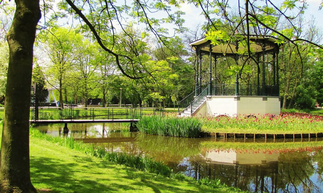 Solo travel Amsterdam top attraction Vondelpark