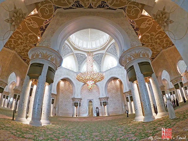 Beautiful interior of the main prayer hall in Sheikh Zayed Grand Mosque
