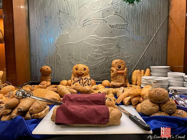 Egyptian bread for cruise dinner