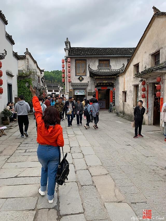 A walk to explore the small Hongcun Village