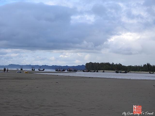Traditional sea boats - Inani Beach